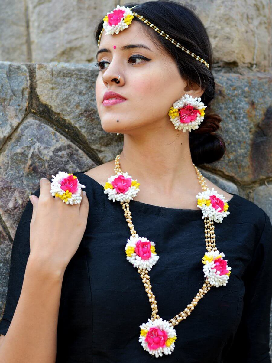 Full-set-of-floral-jewellery-17