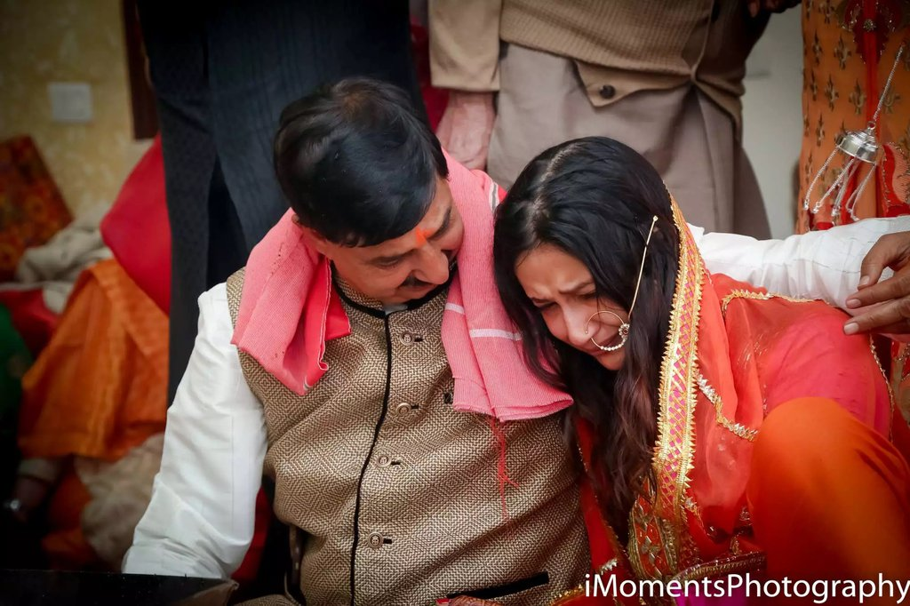 emotional moments of father and daughter in weddings