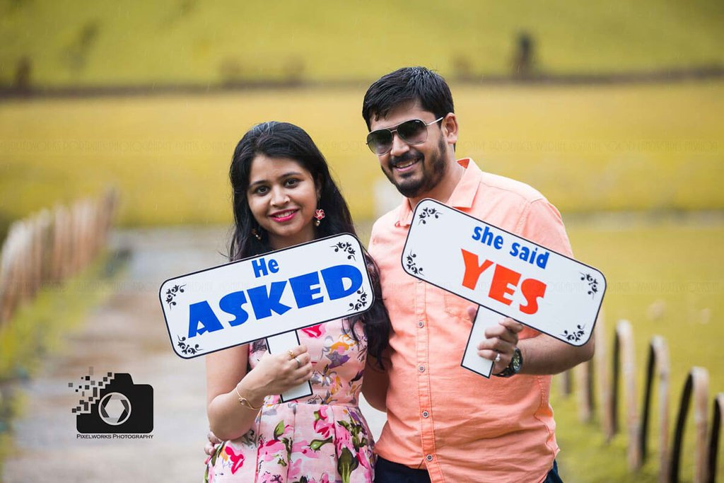 pre wedding shoot with coolest quote cards in hand