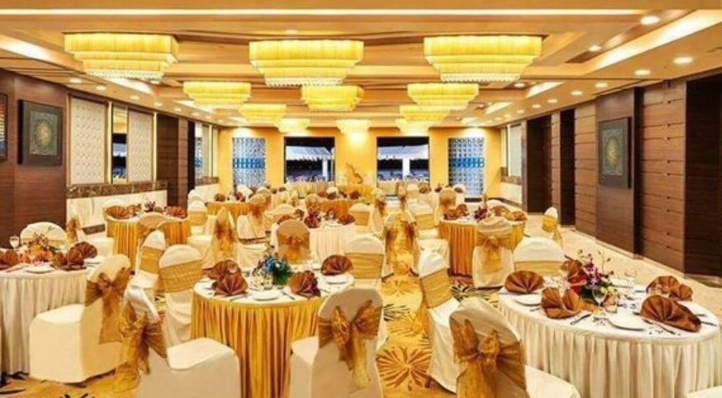 decorated large sized wedding area at emerald Banquet Hall in Mumbai