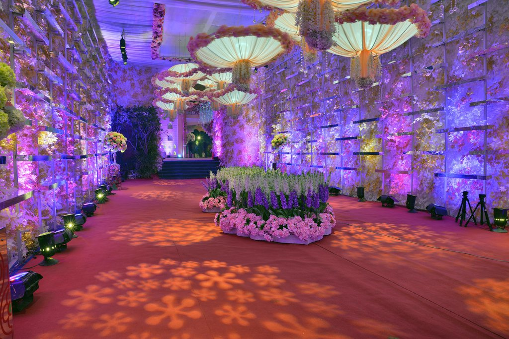 beautiful decoration with lavender pink flowers