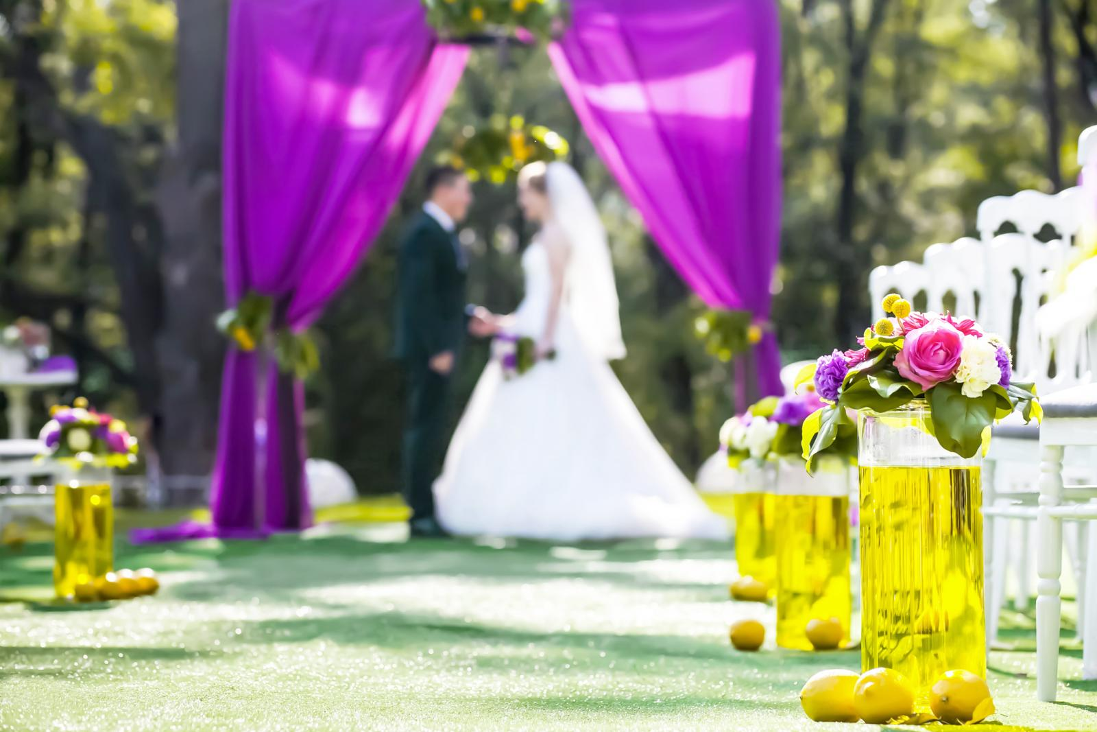 Yellow Decor Ideas with Purple Elements for 2020 Weddings