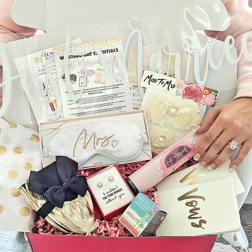 personalised-gift-hampers-1-wedding-gift-ideas-for-sisters