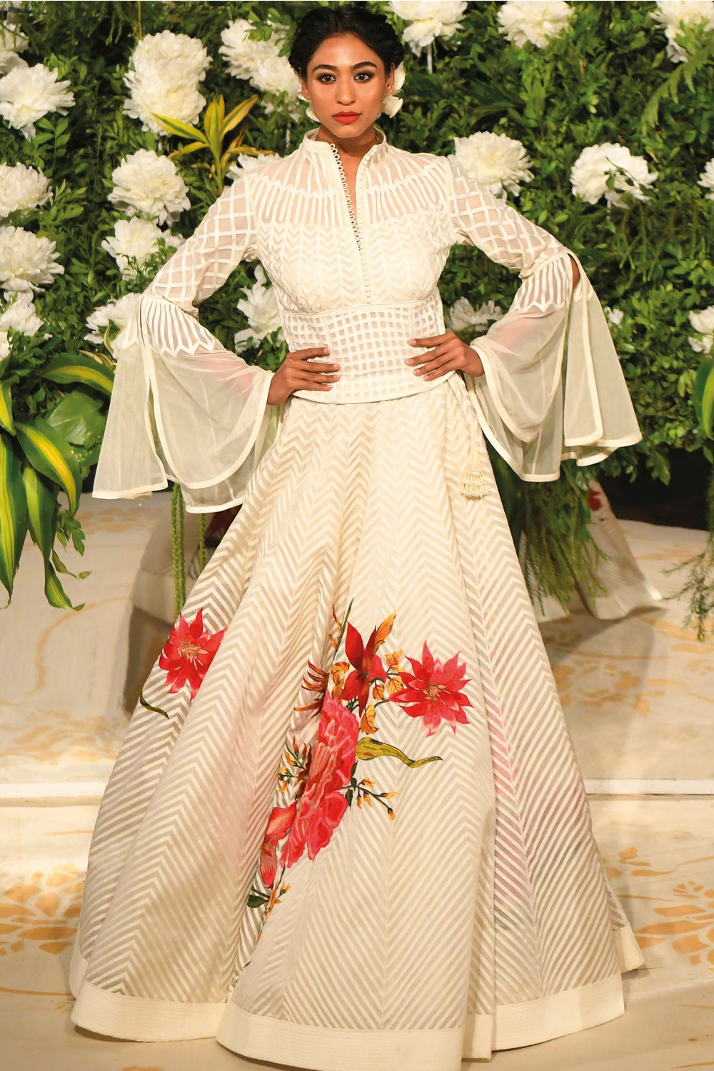 Summer-Wedding-Trends-The-Ivory-Kalidar-Lehenga-by-Rohti-Bal