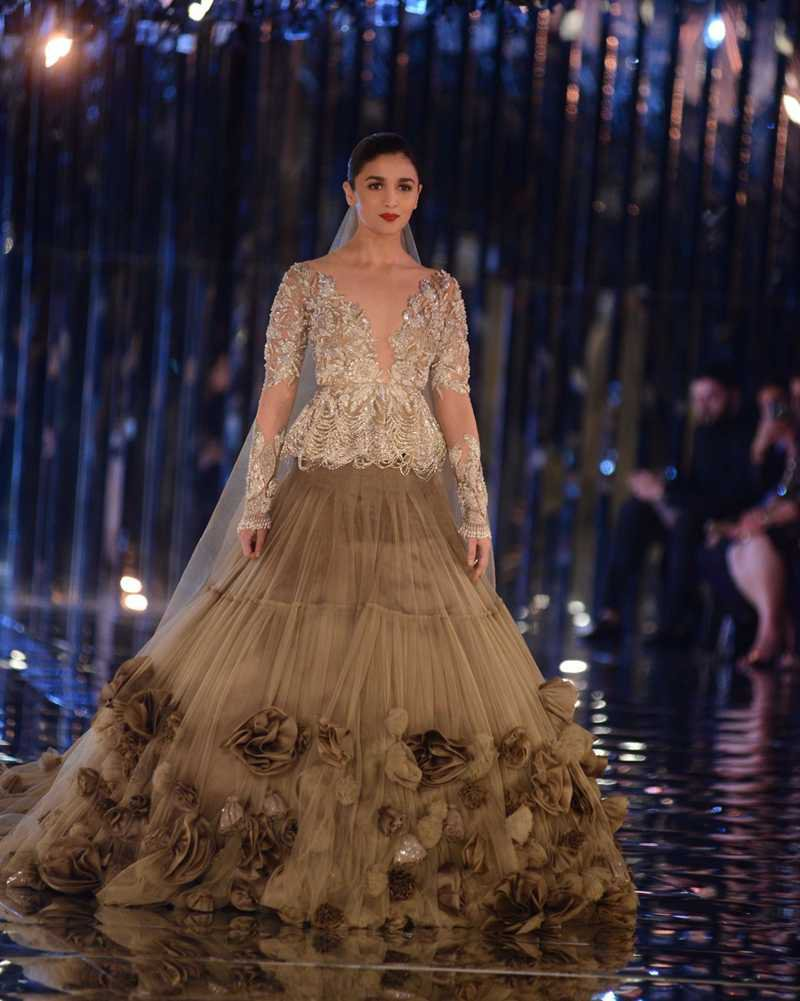Summer-Wedding-Trends-Manish-Malhotra-Collection-Grandiose